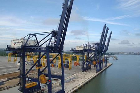 Xây dựng các công trình cầu cảng